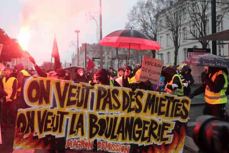 A Nantes, les« gilets jaunes» défilent en centre-ville le 15 décembre.
