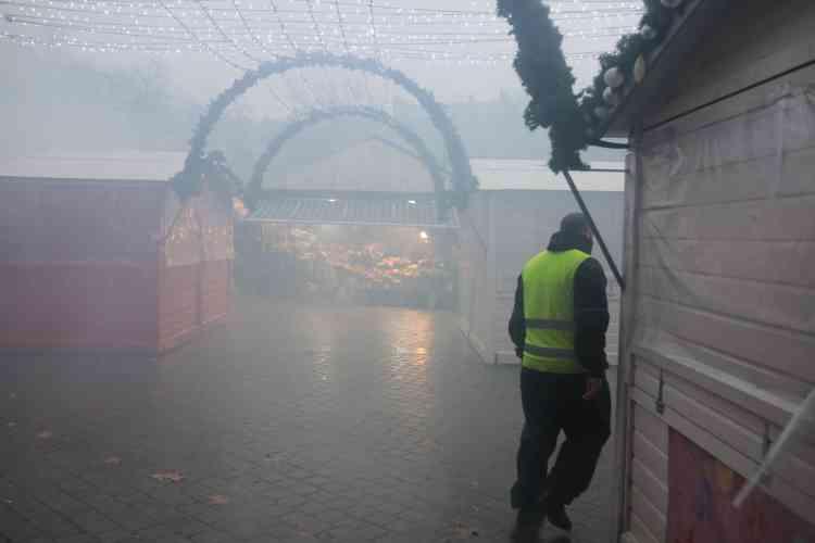 A Nantes, le marché de Noël noyé sous un nuage de gaz lacrymogènes, le 15 décembre.