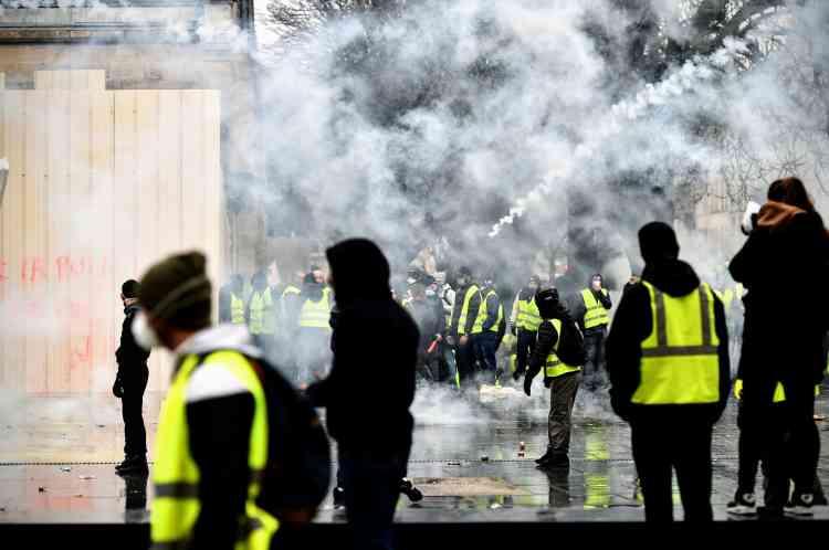La place Pey Berland à Bordeaux où des affrontements ont lieu entre «gilets jaunes» et forces de l'ordre, le 15 décembre.