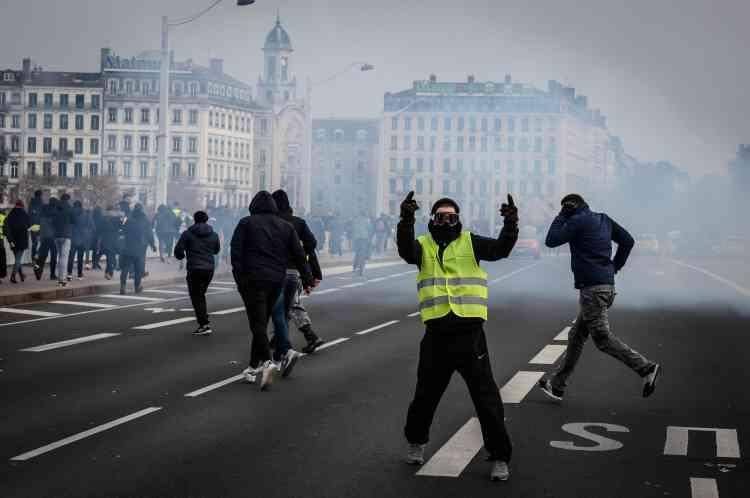 Des heurts ont aussi eu lieu à Lyon alors que la police dispersait le rassemblement des « gilets jaunes» en centre-ville, le 15 décembre.