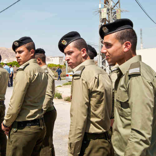 Des soldats des Forces de sécurité palestiniennes dans la ville.