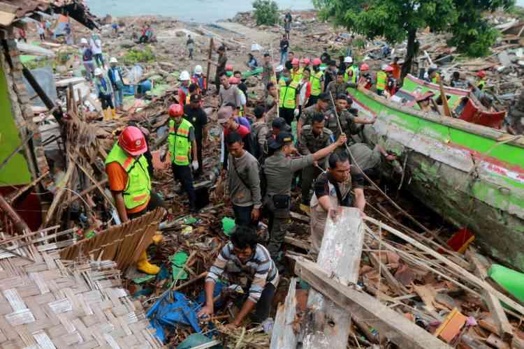 Dès le lendemain de la tragédie, les secours se sont mis en place pour rechercher les survivants.