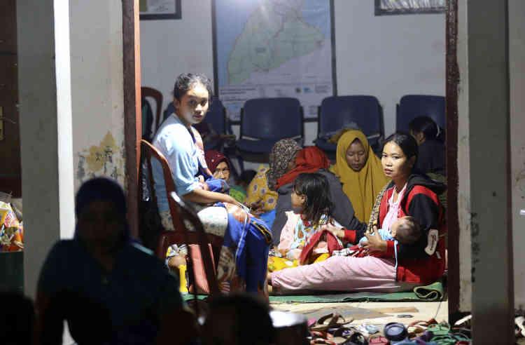 Un abri provisoire pour les recapés de la catastrophe à Tanjung Lesung, le 23 décembre.