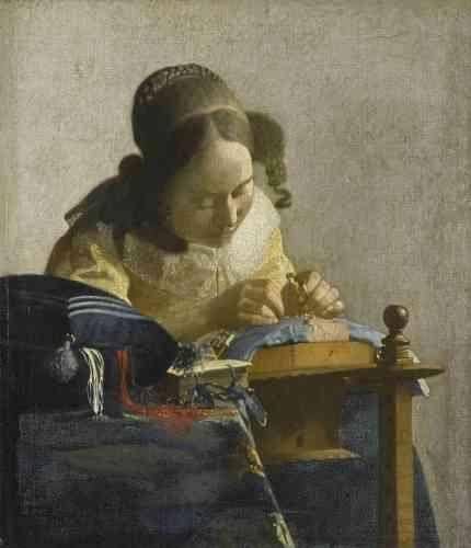"""Blaise Ducos : «""""La Dentellière"""" est l'un des chefs-d'œuvre des collections de peinture hollandaise du Musée du Louvre. Il se dégage de cette toile un sentiment d'intimité immédiate avec le spectateur : son format intimiste et sa composition‒ centrée autour des mains de la jeune fille, concentrée sur son ouvrage‒ font naître une atmosphère de recueillement, comme si le temps s'était arrêté.»"""