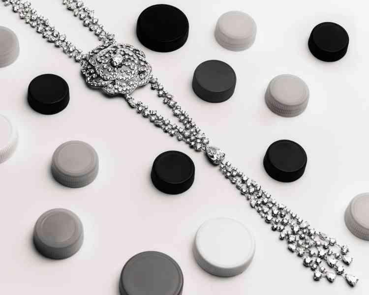 Collier Révélation Diamant, or blanc et diamants, collection 1.5 1 camélia5 allures, Chanel Joaillerie.