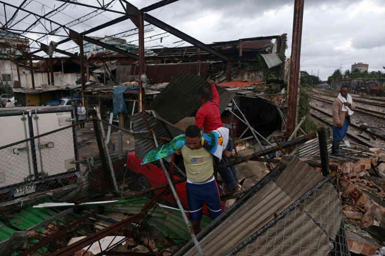Selonun responsable du gouvernement provincial, quelque 1 238 habitations ont été endommagées par la tornade, dont 124 sont entièrement détruites.