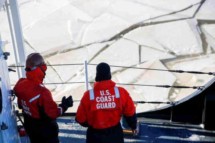 Les gardes-côtes sur le pont.