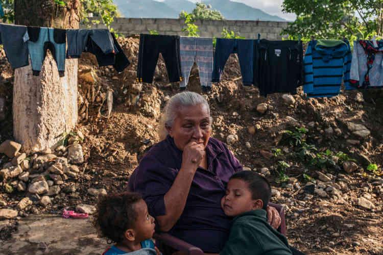 Edita Maldonado, 71 ans, est un des piliers de Cofamipro(Comité des familles de migrants disparus d'El Progreso). Sa fille Rosa n'avait pas 20 ans quand elle a quitté la maison familiale. Disparue après avoir atteint le Chiapas, au Mexique, Rosa n'a donné signe de vie que cinq ans plus tard… et est morte quatre ans après. «Mais au moins, je l'ai retrouvée », lâche Edita.