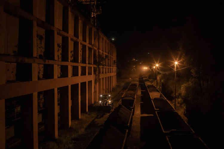 L'acheminement de mineraide fer de la compagnie Vale, à Itabira. Déjà 11,8 milliards de réais (environ 2,8 milliards d'euros) ont été saisis sur les comptes de la compagnie, au titre des réparations.
