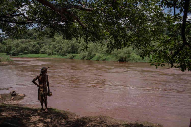 Sur les rives du Paraopeba, les Indiens de l'ethnie Pataxo disent de « ne pas boire l'eau, ne pas manger les poissons». Pour eux, toute la valeur de leurs terres, à 20 km de là, dépendait de ce fleuve.