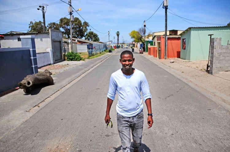 La rue Amplakeni, dans le quartier de Nyanga, a abrité Sibusiso pendant treize ans. «Les gens disent que je suis arrogant parce que je suis extraverti. J'ai toujours eu cette personnalité, je relie les gens entre eux.»