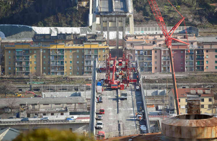 Les travaux de démolition des travées encore en place du pont Morandi de Gênes ont débuté vendredi 8 février.