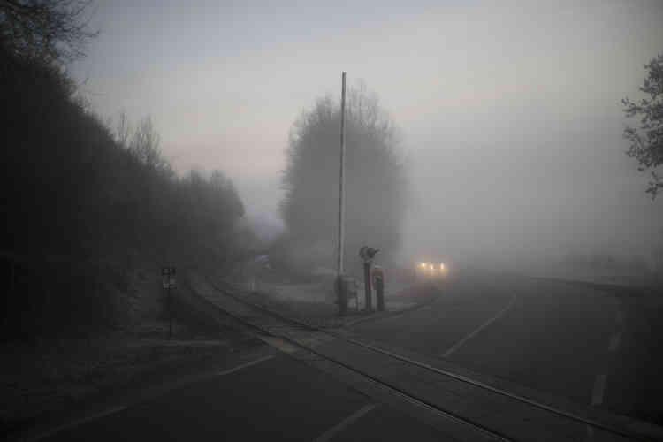 Le bus croise parfois la voie ferrée du train arrêté le 22 décembre.
