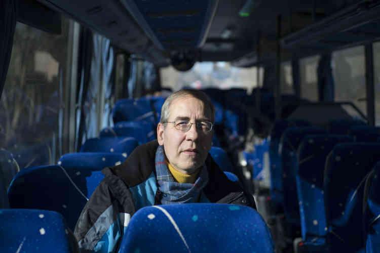 Eric Woehrel, enseignant en histoire-géographie à Epinal, dans le bus reliant Epinal à Saint-Dié-des-Vosges. Cet usager qui voyage quotidiennement déplore la disparition de la ligne de train.