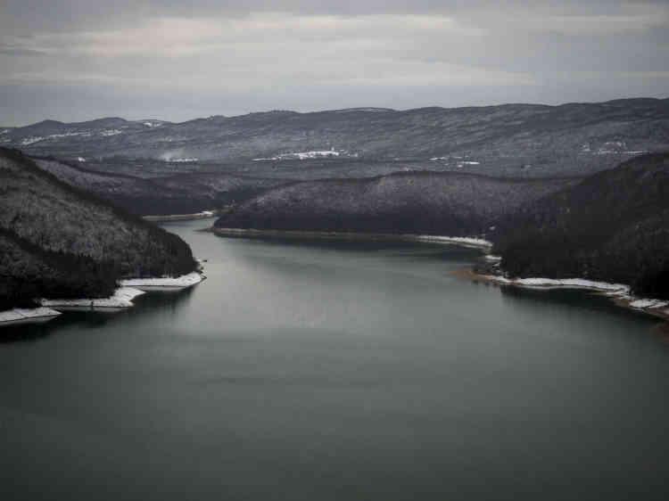 Kilomètre 22. Vue du regardoir sur le lac de Vouglans.