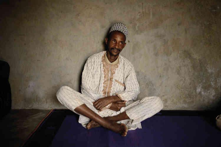 «Nous les avons achetées, ces terres! J'ai payé les miennes avec des nairas[la monnaie nigériane],il y a trente-cinqans. Et ils refusent de nous délivrer un certificat!» , s'emporte Ardo Woda, chef coutumier de la communauté peule vivant sur les terres irigwe.