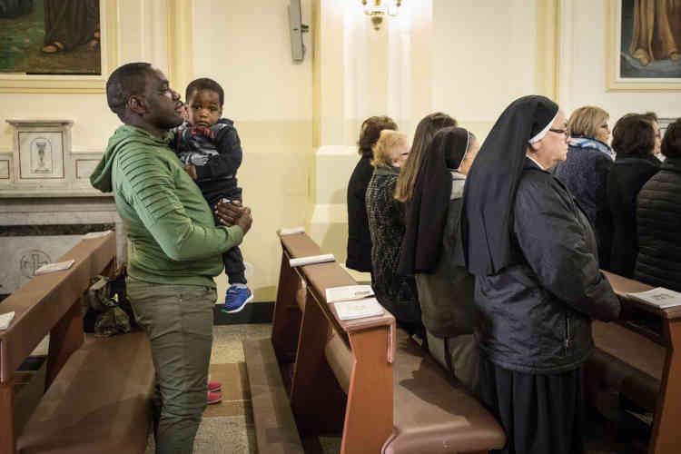 Le dimanche, Pascal et sa famille se rendent à l'église du quartier pour la messe. Pour eux, c'est un lieu de socialisation. Olga fait partie de la chorale, Audrey est enfant de chœur. Pascal a décroché certains de ses jobs via le bouche-à-oreille des fidèles.