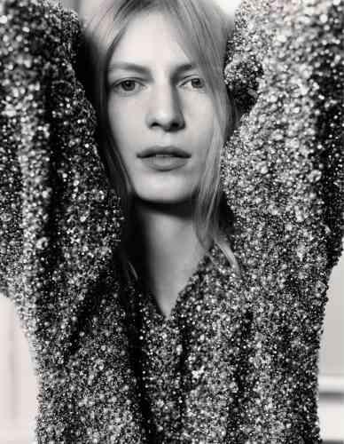 Robe en maille brodée de strass, Isabel Marant.