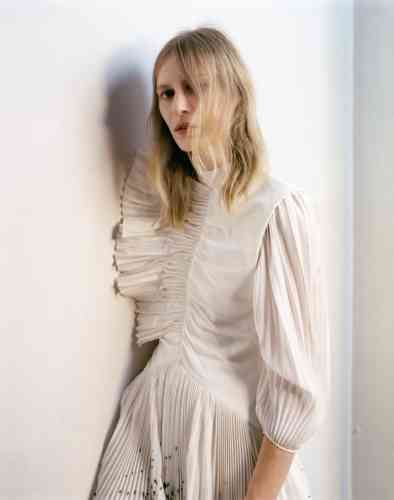 Robe en soie plissée, Givenchy.