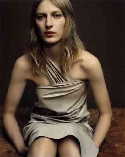 Jupe en polyester portée en robe, Max Mara.