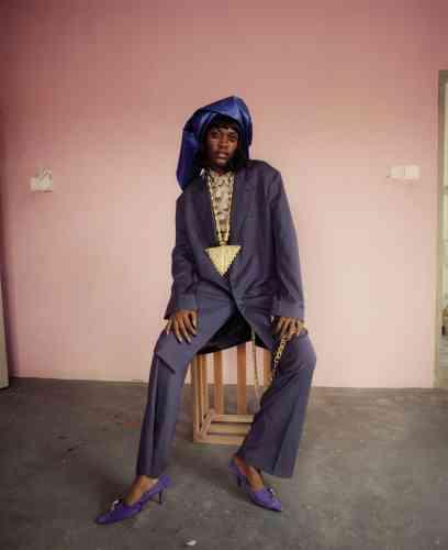 Costume en coton et laine, Lanvin. Chemise en coton, Rokit. Escarpins en veau velours, Dorateymur.