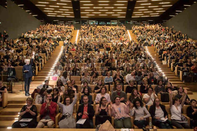 Plusieurs centaines de lycéens participent à cette journée de conférences et d'ateliers.