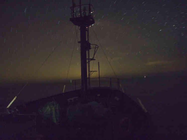 27 février. Le «Sam Simon», un bateau de l'ONG Sea Shepherd, porte le nom du producteur de la série «Les Simpsons» qui a financé son acquisition : il servait auparavant comme navire scientifique attaché à la flotte baleinière nippone.