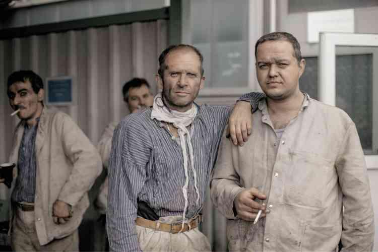 Toutes les photos sont issues de la série«Gone From the Window, Germany Last Coal Mine»,réalisée entre 2017 et 2018. Des mineurs fument après leur journée de travail, en mai 2017.