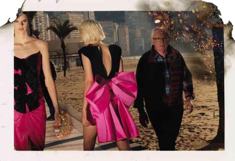 De gauche à droite, robe bustier en soie, Carmen March. Robe en jersey et satin duchesse, Paule Ka.
