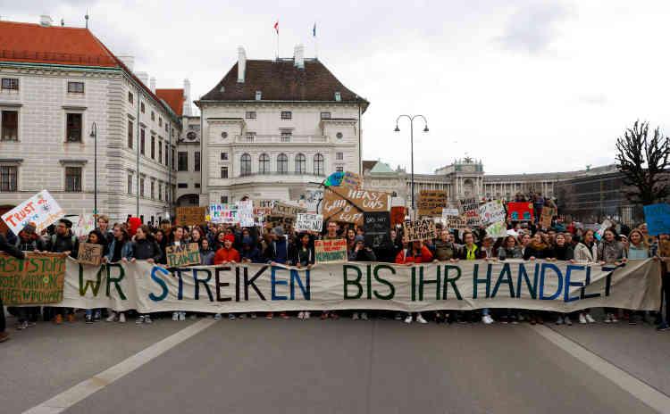 Des manifestants à Vienne, en Autriche : « Nous serons en grève jusqu'à ce que vous agissiez. »