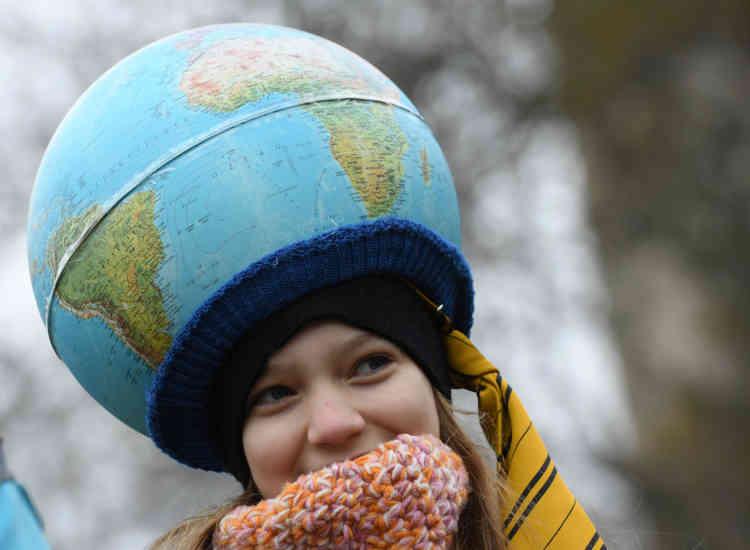 Une jeune manifestante à Berlin.