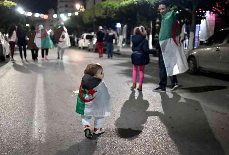 Depuis plus d'un mois, des milliers de manifestants à travers l'Algérie réclamaient dans le calme le départ d'Abdelaziz Bouteflika.