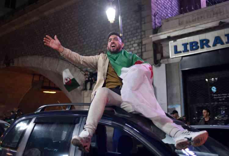 Dans les rues du centre-ville d'Alger, jeunes et anciens ont communié ensemble.