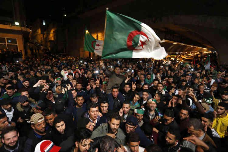 Les youyous, les klaxons et les vuvuzelas ont duré toute la nuit dans les rues du centre-ville de la capitale.