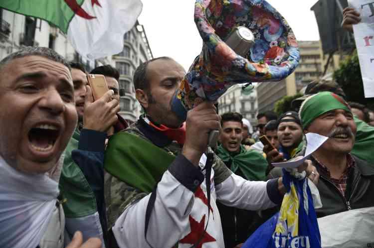 Les protestataires (à Alger sur la photo) ont appelé au départ des« 3B», Abdelkader Bensalah, Tayeb Belaiz et Noureddine Bedoui, trois hommes-clés de l'appareil.