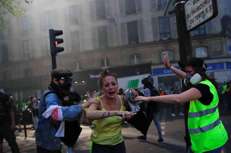 Des manifestants, à Paris, le 20 avril.