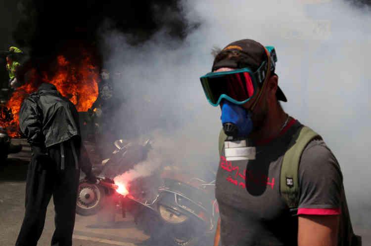 Des manifestants à Paris, le 20 avril.