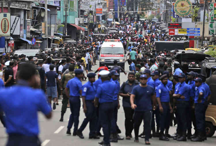 Le bilan, communiqué par différentes sources policières, est provisoire et devrait encore évoluer dans la journée, car on dénombre des dizaines de blessés dans un état critique dans tous les lieux touchés.