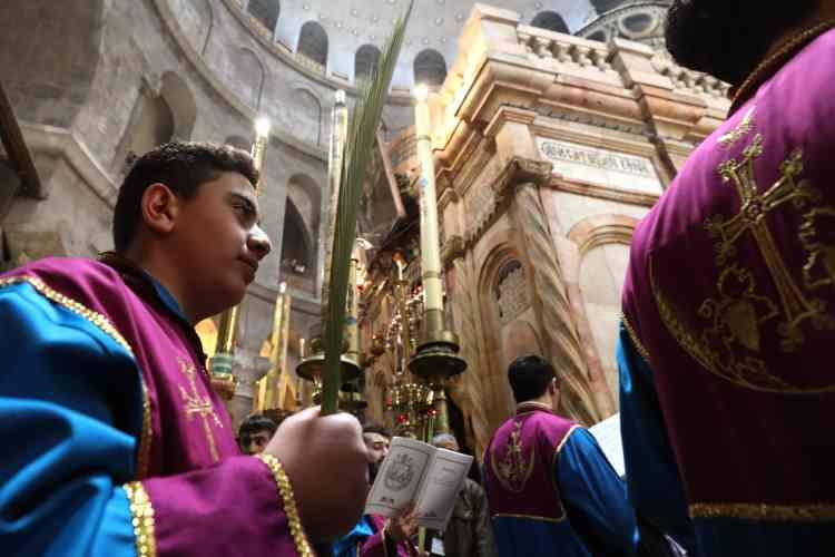 Des centaines de pélerins ont aussi célébré Pâques dans l'église du Saint-Sépulcre, dans la vieille ville de Jérusalem.