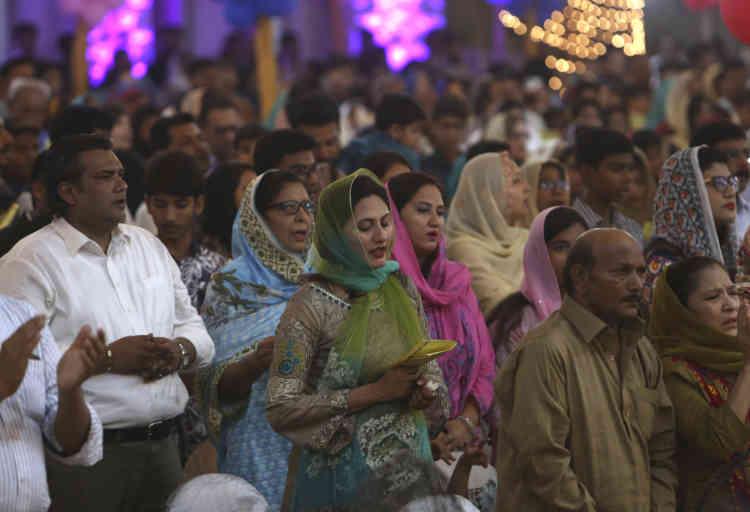 A Karachi, la grande métropole portuaire du sud du Pakistan, la petite communauté chrétienne souvent victime de persécutions a fêté Pâques, tôt le matin du dimanche 21 avril, en la cathédrale Saint-Patrick, bâtie pendant la colonisation britannique.