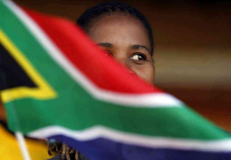 « Nous ne pouvons pas être une nation libre quand autant de gens vivent dans la pauvreté (...), n'ont pas assez à manger, n'ont pas de toit digne de ce nom, n'ont pas accès à des services de santé de qualité, n'ont pas les moyens de gagner leur vie », a estimé le président sud-africain Cyril Ramaphosa, chef du Congrès national africain (ANC) au pouvoir depuis 1994.