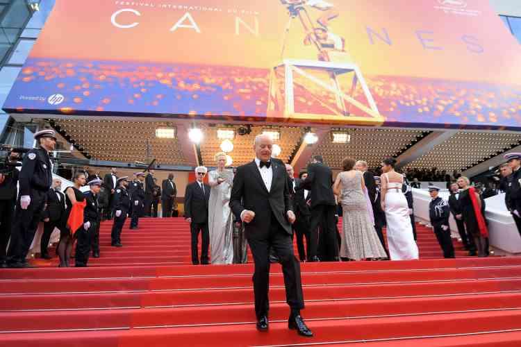 Le comédien américain Bill Murray sur les marches le menant à la première du film «The Dead Don't Die».