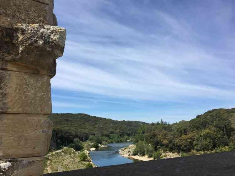 Le paysage et la vue que l'on en a depuis le monument font partie de la zone de protection. Ainsi préservés, ils sont pour beaucoup dans l'impression d'immémorialité que donne le site.