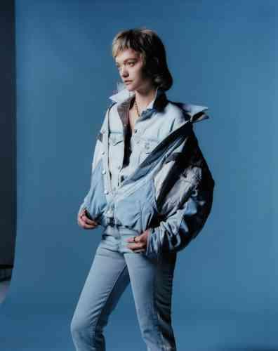 Veste en denim, Isabel Marant. Veste en denim (à l'intérieur), Levi's. Jeans en denim, Off White. Collier chaîne en métal, Vetements.