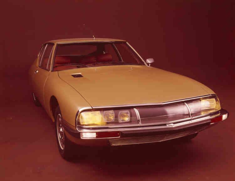 La SM, alias« Citroën Maserati», animée par un V6 italien de 170 ch (une puissance très respectable à l'époque), allie originalité et sportivité. Le premier choc pétrolier aura hélas raison de ce modèle.