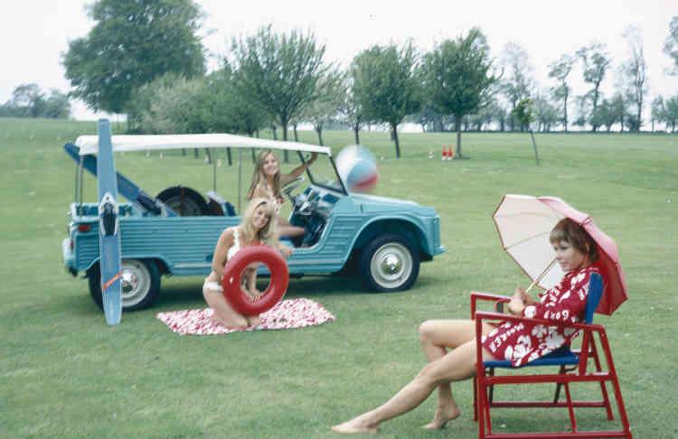 La Méhari (ici lors de sa présentation à Deauville en mai 1968) exprime le sens de la fantaisie de Citroën mais aussi sa capacité à sentir l'émergence des modèles de loisirs à l'aube des années 1970.