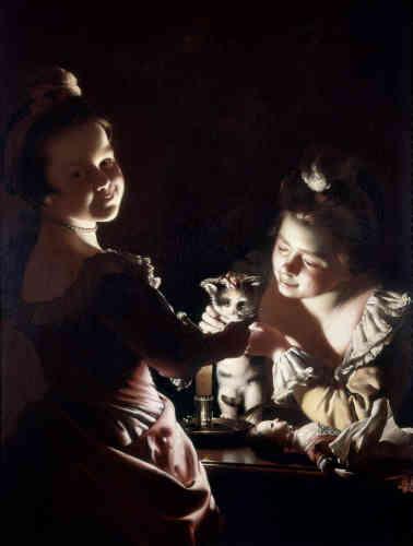 «Joseph Wright of Derby est l'un des maîtres du clair-obscur au XVIIIesiècle. Cette scène d'intérieur se déroule dans une pièce ténébreuse éclairée par une seule source de lumière. Le cadrage resserré permet au spectateur de saisir, à la dérobé, deux petites filles en train d'habiller un chaton qui n'a pas l'air rassuré. La suavité et la douceur que l'on perçoit au premier abord laissent place au malaise suscité par le regard du chaton.»