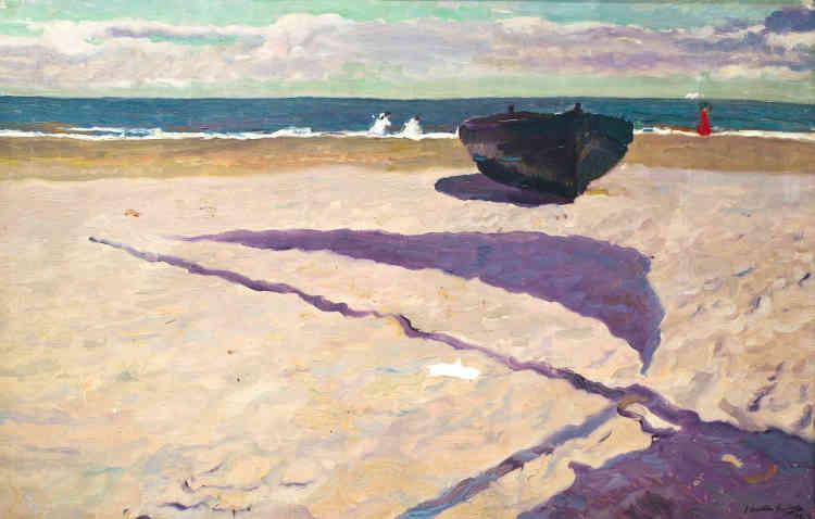 «Le point de vue de la plage de Valence que Joaquin Sorolla choisit ici est étonnant: installé contre une barque situé hors-champ, il se concentre sur l'ombre spectaculaire de sa voile, accrochée au mât et gonflée par le vent. Vibrant sur les irrégularités du sable, ces formes géométriques épurées composent une image presque abstraite, prétexte à un déploiement chromatique intense, mêlant des touches onctueuses mauves, violettes et bleues.»