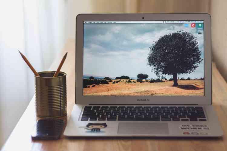 Par sa taille menue et sa conception robuste, le Macbook Air impressionne à sa sortie en 2008. Les fabricants de PC mettront des années à s'en rapprocher.