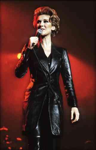 Céline Dion a grandi. A 27ans, propulsée par le succèsdu disque «D'eux», album francophone le plus vendu de tous les temps, elle est même devenue une star, une vraie, susceptible de monter sur scène entièrement habillée de cuir noir sans afficher le moindre signe d'inconfort ou de transpiration, alors que nous transpirons, nous, rien qu'à la regarder. Une star, on vous dit.
